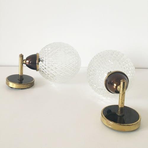 Paire d'appliques vintage en laiton et globe 1960