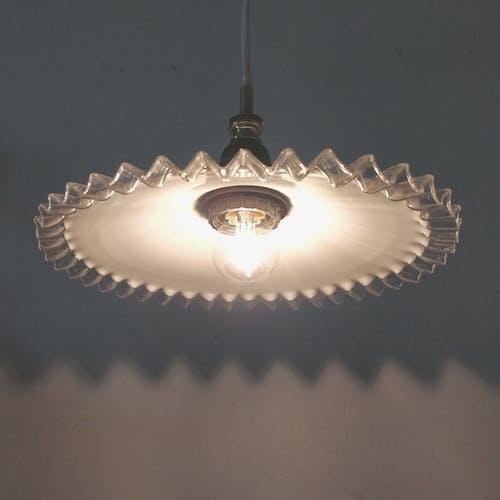 Lampe opaline à collerette transparente