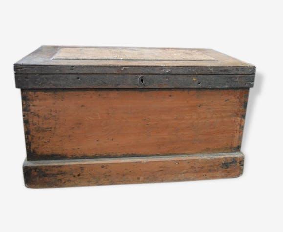 beau coffre ancien en bois table basse xix me belle. Black Bedroom Furniture Sets. Home Design Ideas