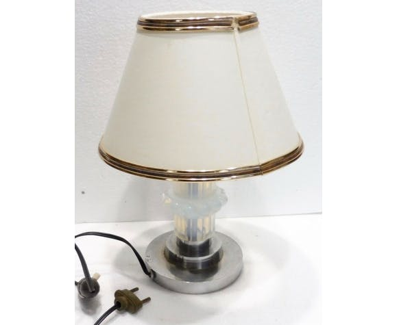 Lamp old design first parte 20th century opalescent glass body
