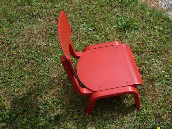 Chaise d'enfant basse rouge