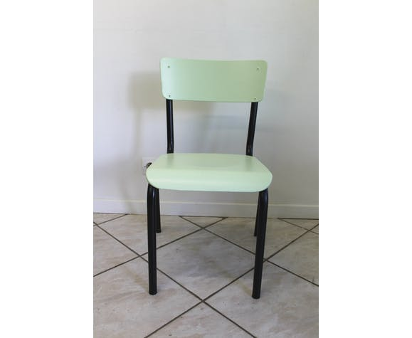 Bureau d'écolier noir et bois et sa chaise verte