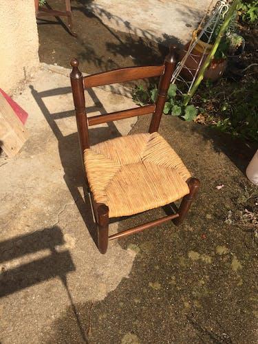 Chaise d'enfant tressée