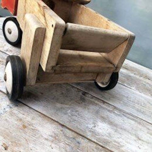 Camion en bois à enfourcher