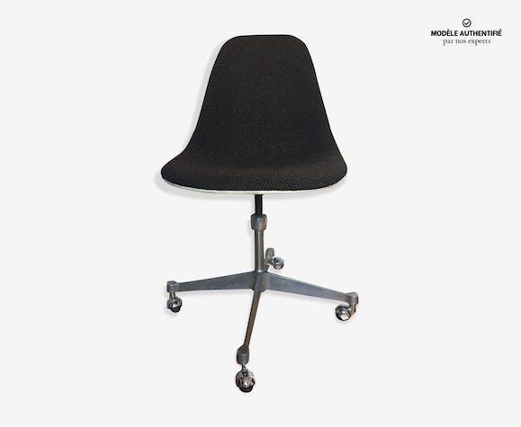 Chaises Eames pietement La Fonda sur roulettes