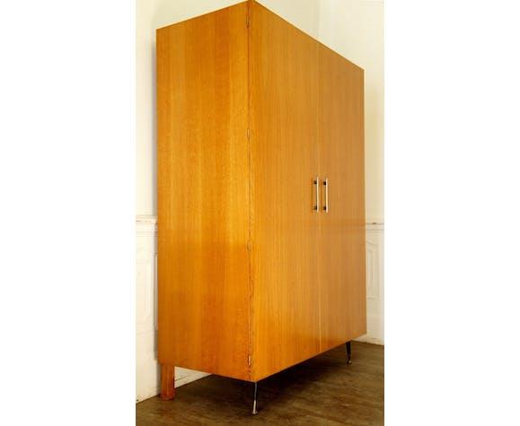 Armoire moderniste en chêne doré vers 1960