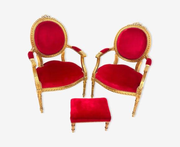 Paire de fauteuils et un ottoman de style Louis XVI