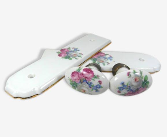 2 poignes de porte avec 2 plaques de portes en porcelaine fleurie vintage