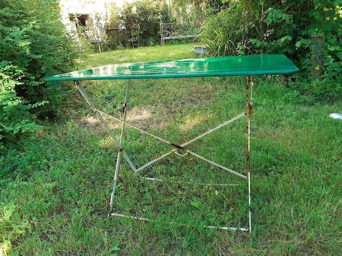 Ancienne table de jardin pliante en fer