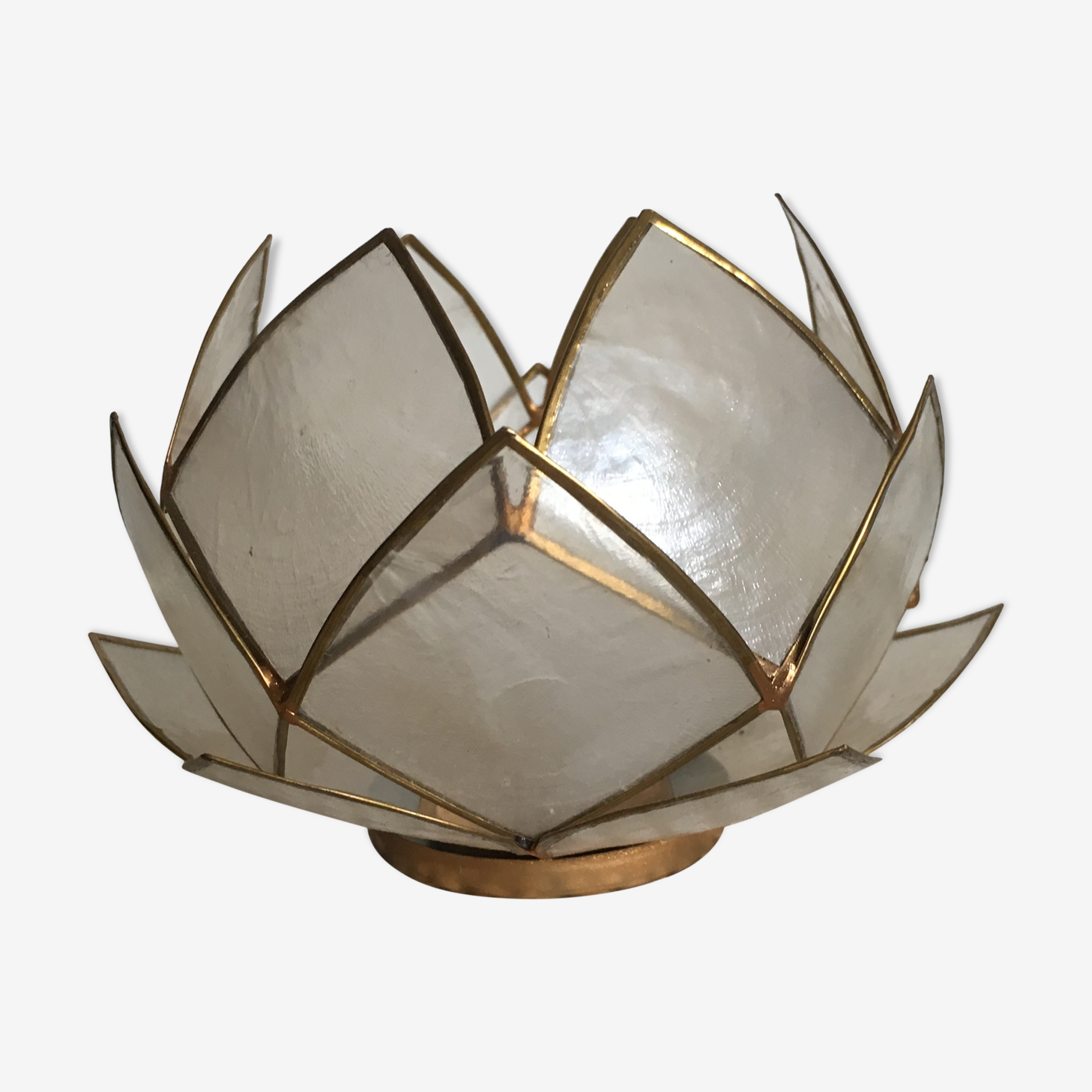 Candlestick or candle holder in nacre flower shape