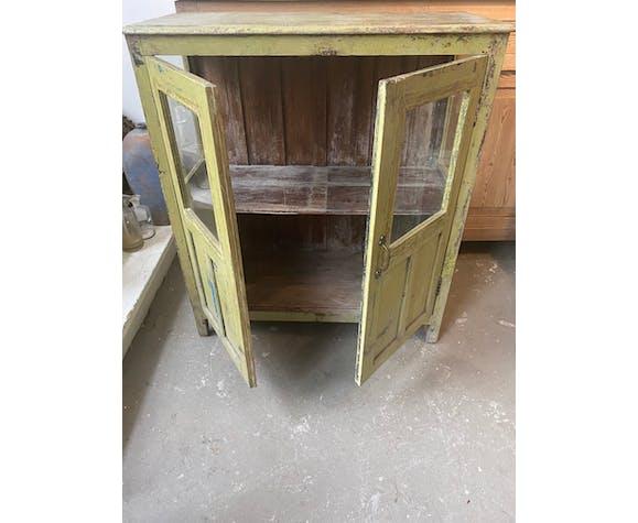 Vieille armoire en verre vert avec 2 portes