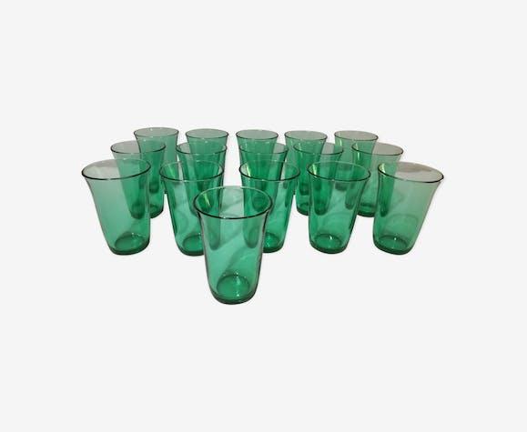 Série de 16 verres vert