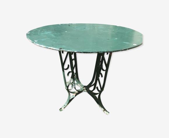 Table fer ancienne rivetée