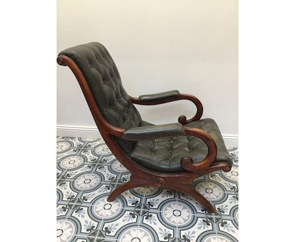 Paire fauteuils de style Chesterfield