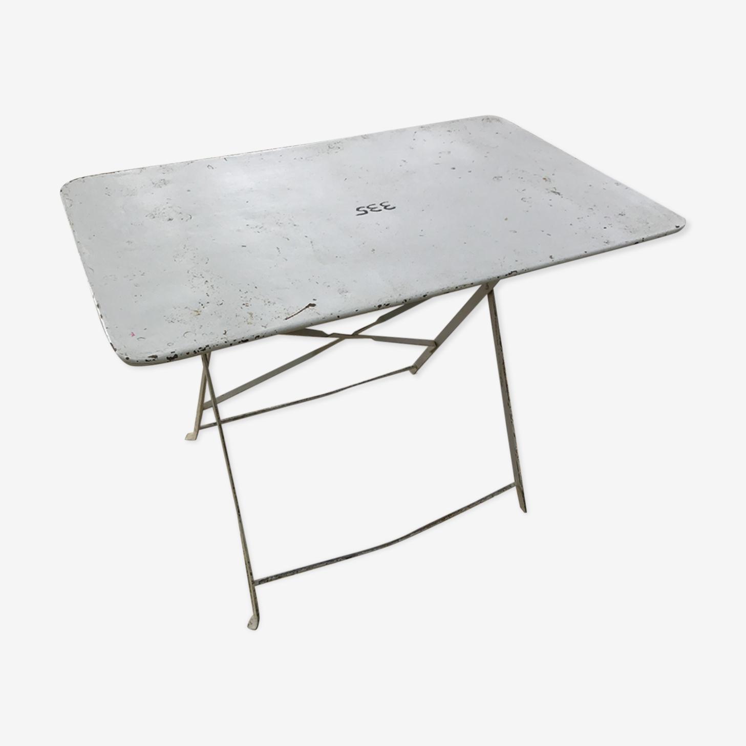 Tables en fer