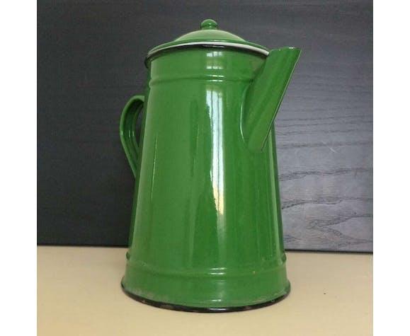 Green enamelled coffee maker