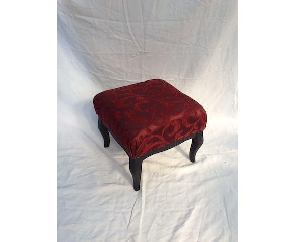 Repose pieds carré en bois et tissu rouge retapé