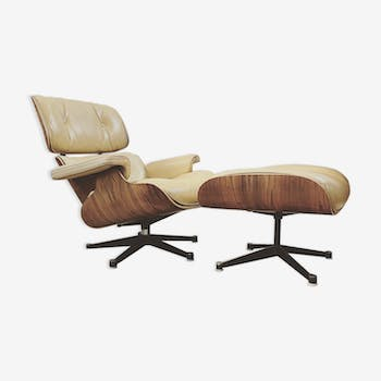 Lounge chair et ottoman de Charles & Ray Eames édition mobilier international circa 1980