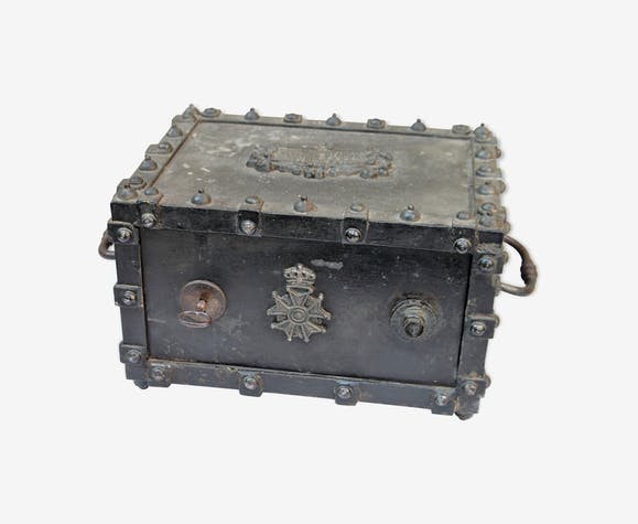 Old safe Bauche. 19 th