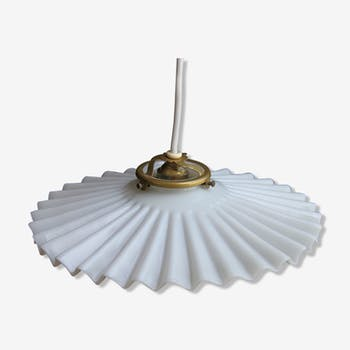 Opaline pleated white pleated tray hanging