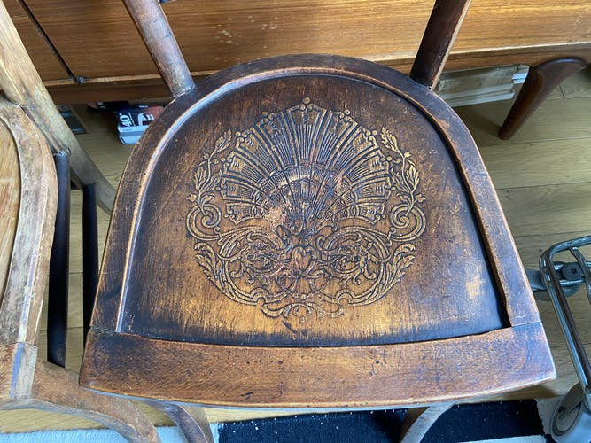 Paire de chaises en bois
