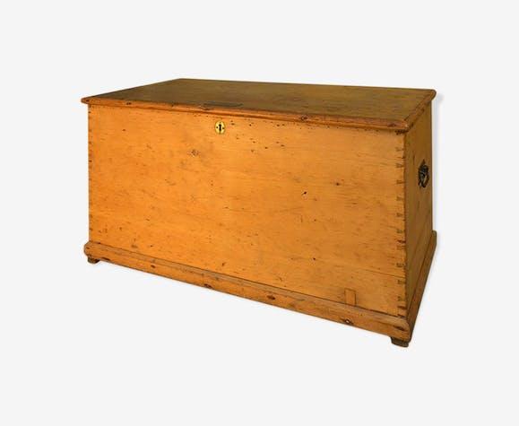 Coffre en bois