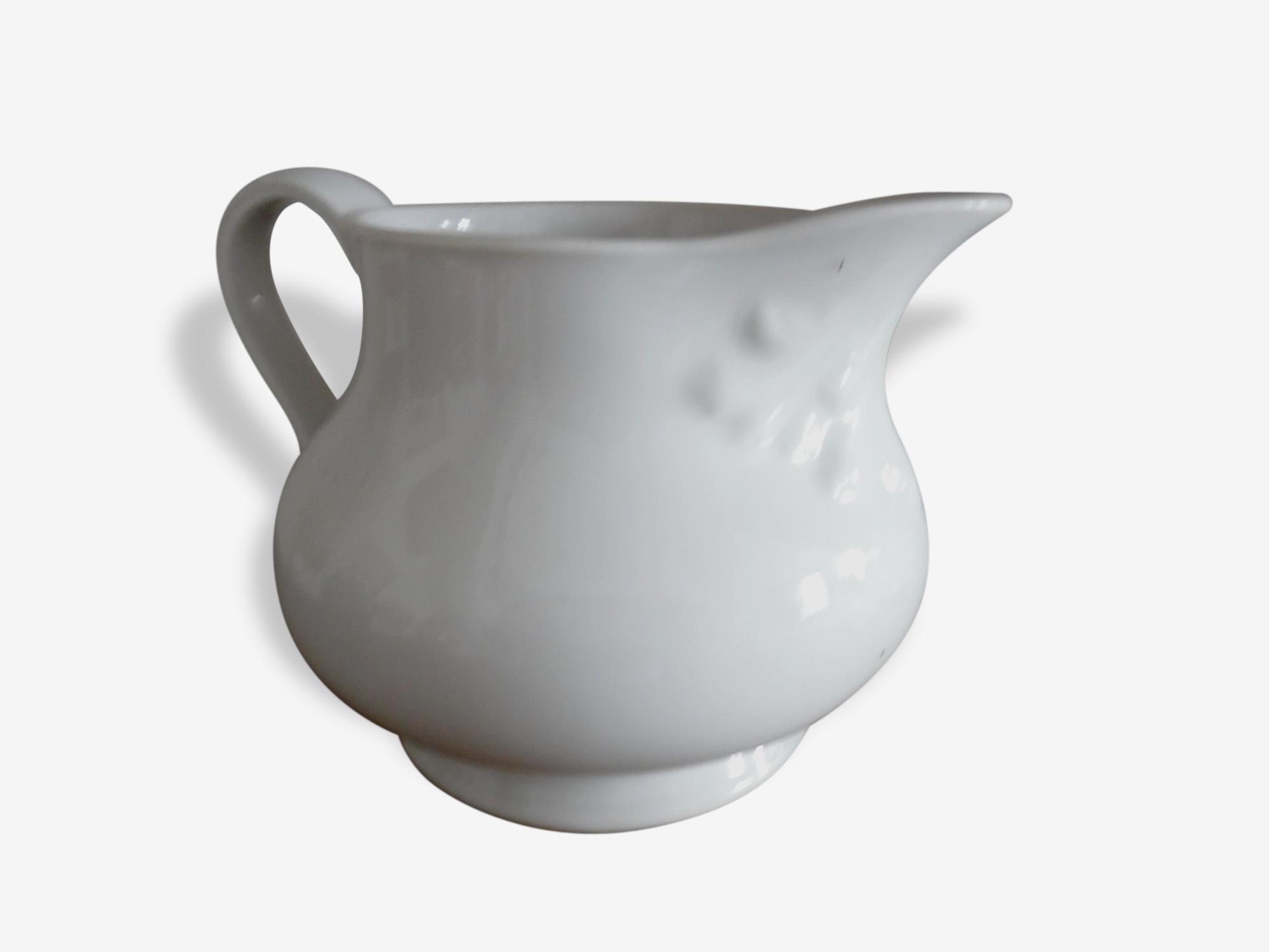 Pichet blanc en céramique