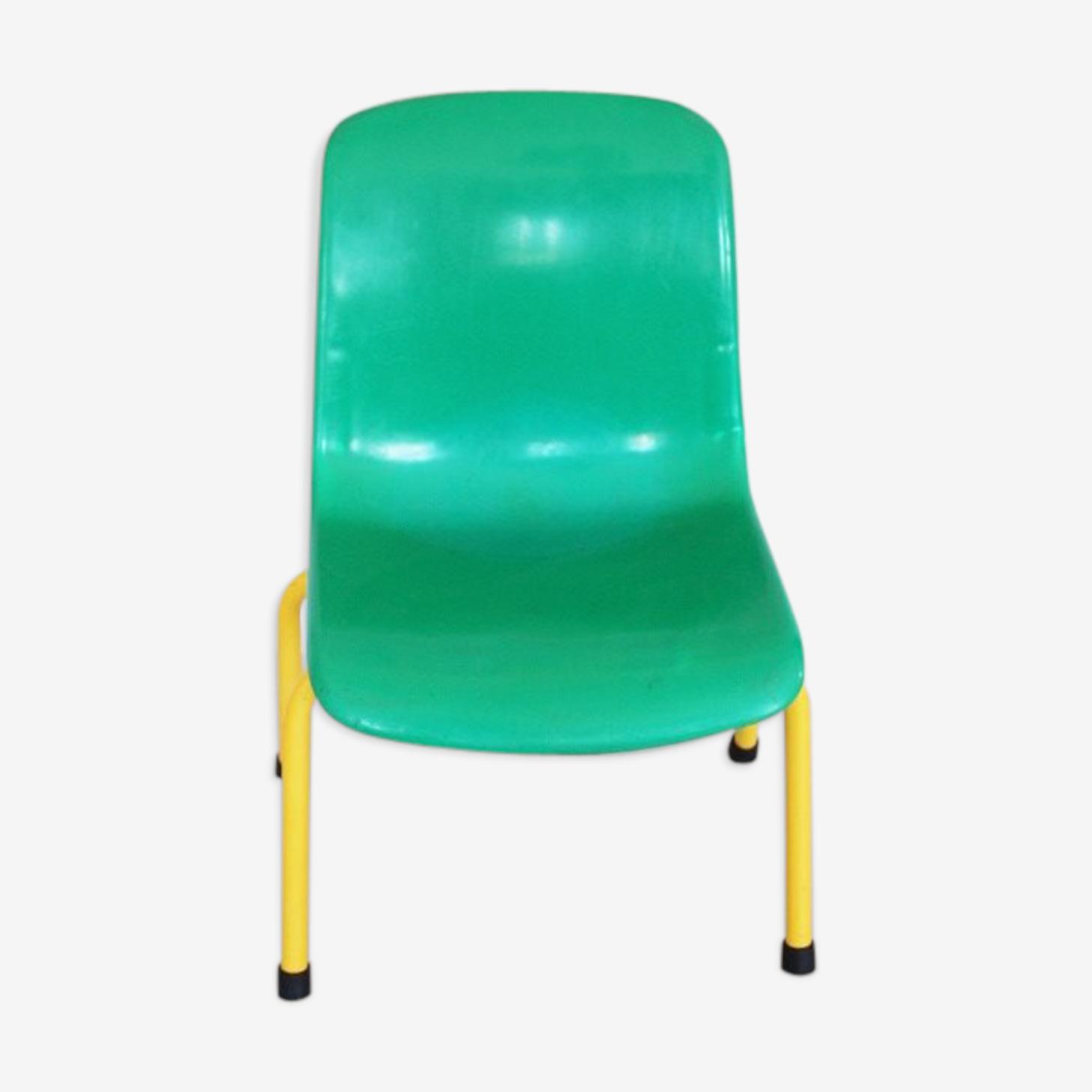 Chaise verte d'école pour enfant