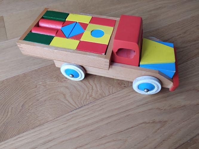 Camion en bois