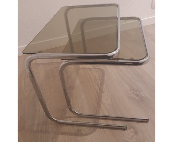 Chromy metal tables