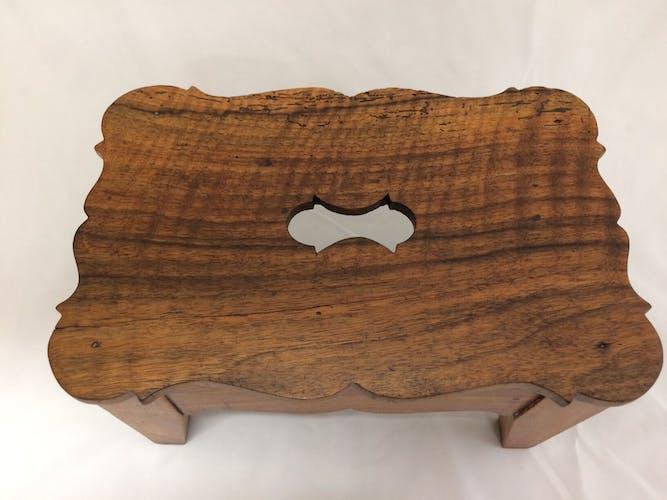 Repose-pieds en bois ancien