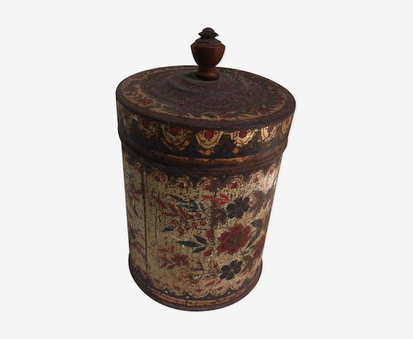 Pot en métal décoré