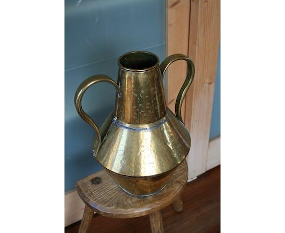 Vase martelé doré