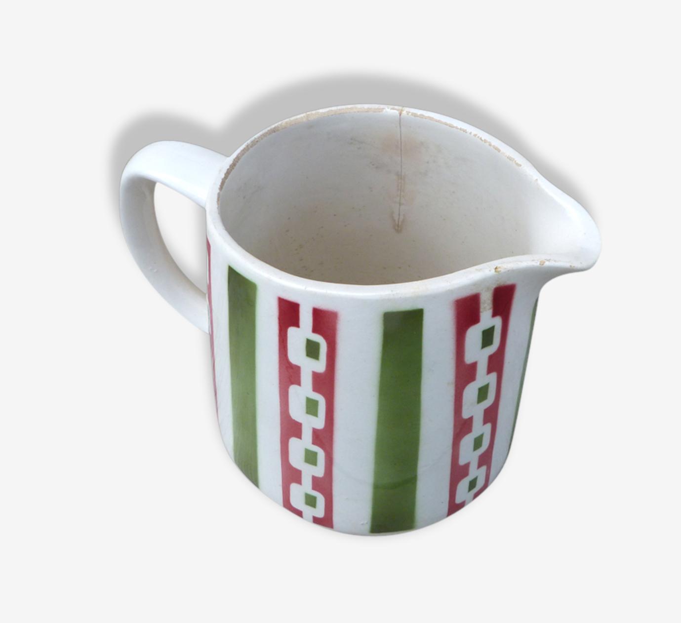 Pichet en ceramique à rayures