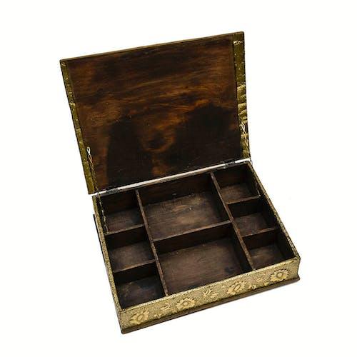 Boite ancienne coffret en bois orné de métal doré sculpté repoussé papillon vintage