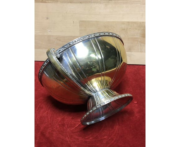 Former silver deco metal art cup, on piedouche