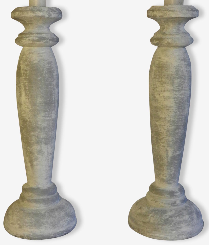 Bougeoirs gris en bois mouluré patine blanche