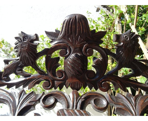 Carved mirror with lion pediment