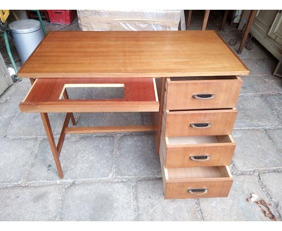Compass foot desk