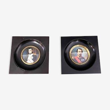 Miniatures portrait de Bonaparte et d'un général dans des cadres en bois