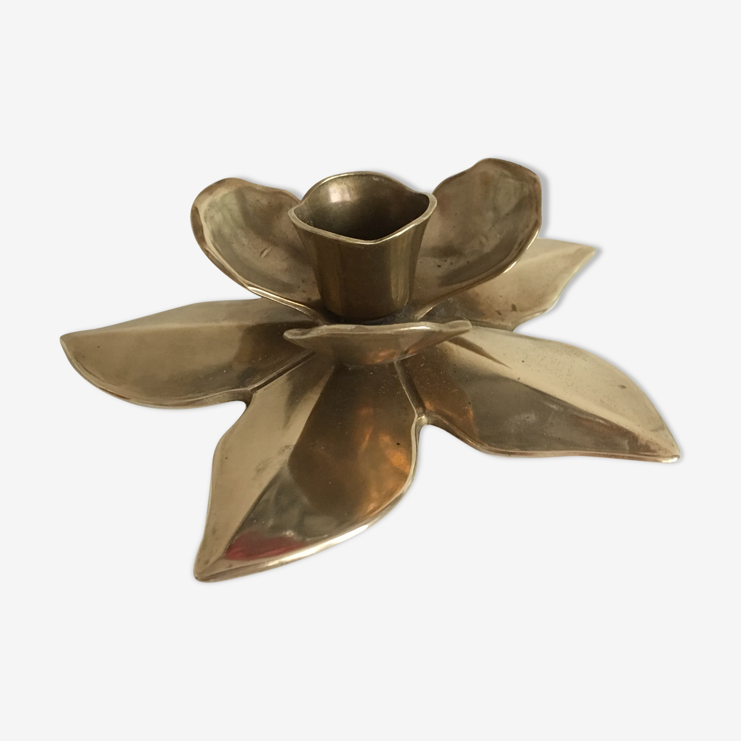 Flower-shaped brass candleholder