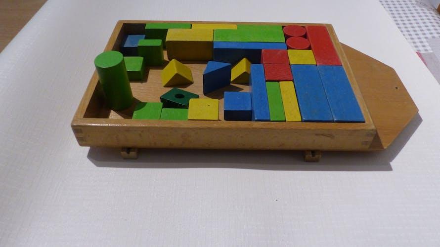 Ancien cube en bois