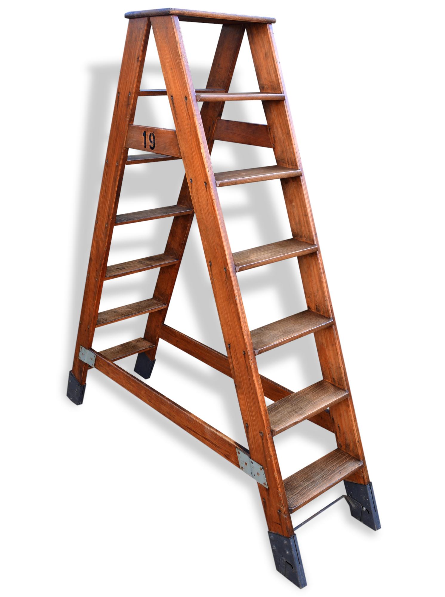 escabeau pour bibliothèque ou dressing - bois (matériau) - bois