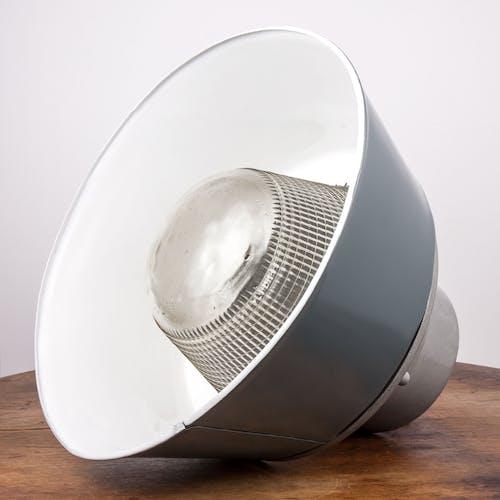 Lampe industrielle vintage avec verre prismatique de Pologne, années 1970, style loft