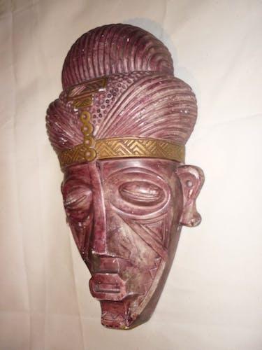 Masque africain en terre