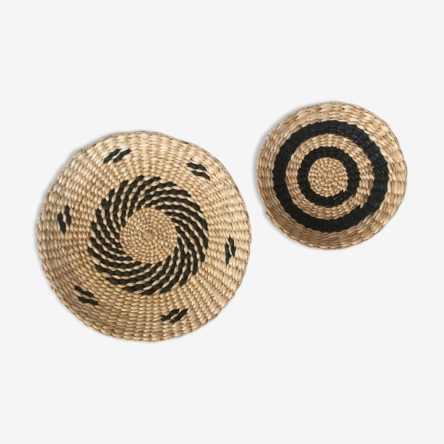 Duo of wall composition for wicker basket