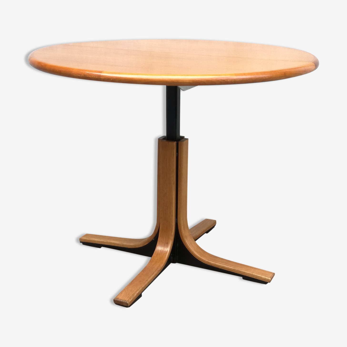 Design round table in wood and metal