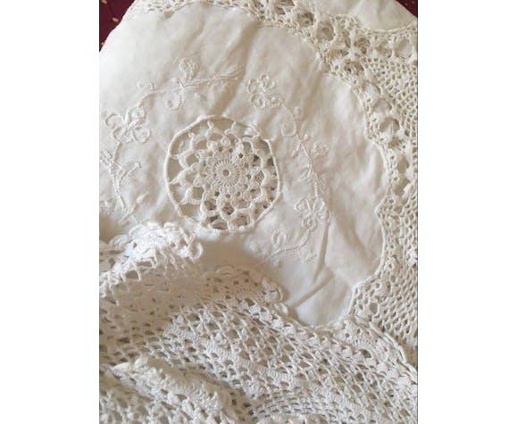Linge ancien en coton tissu et crochet