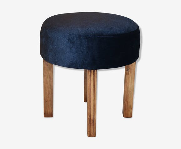 Stool in blue color with springs