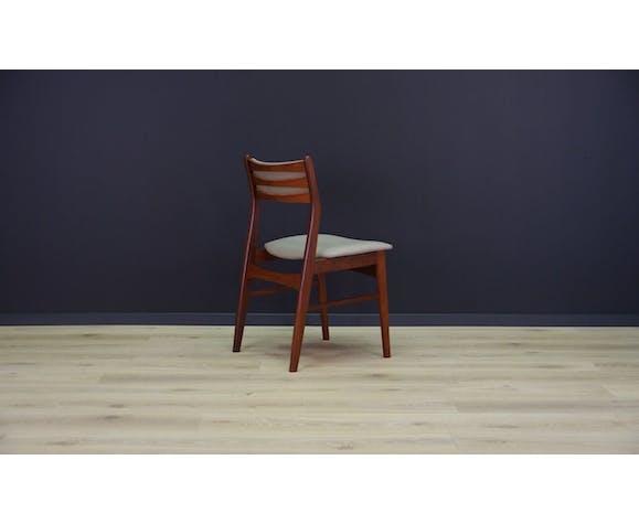 Ensemble minimaliste de cinq chaises des années 60 / 70